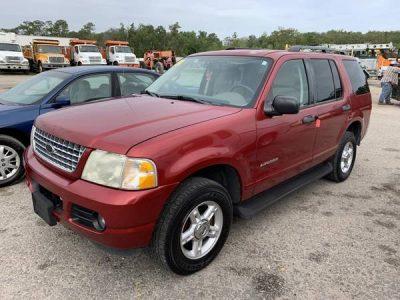 2004 Ford Explorer red