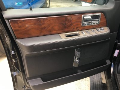 2014 Lincoln Navigator door inside